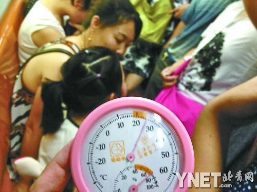 北京地铁车厢难保恒温26℃ 车厢不同位置温差达6℃
