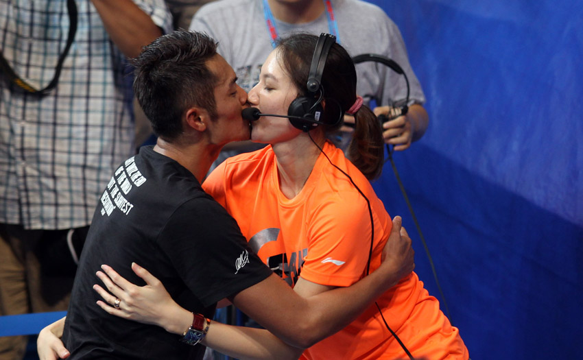 高清:羽毛球世锦赛林丹夺冠 激情拥吻妻子谢杏