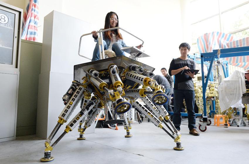 高清 上海交大研发 六爪章鱼 机器人亮相