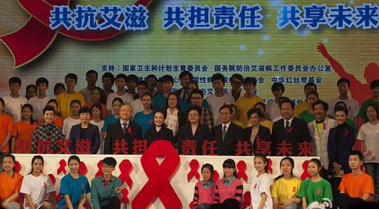2013年艾滋病宣传日_彭丽媛参与2013年世界艾滋病日主题宣传活动 - 中国在线