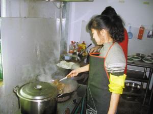 员工洗衣做饭图