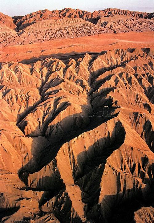 全国海拔最低的地方在   吐鲁番   ,温度最高的地方也在   ...