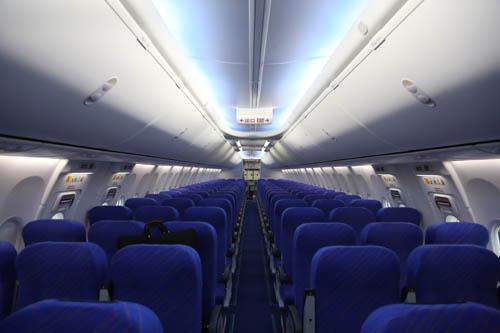 比南航新疆分公司现已执管的波音737—700型飞机要多出40个座位.