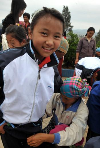 彝寨乡村小学生穿上了小学官网校服求是图片