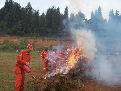 消防宣传日:云南野生动物园开展消防演习