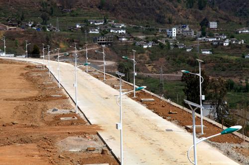 云南巧家县大寨镇新装126盏LED太阳能路灯