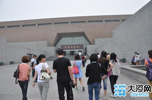 第11届网上看河南记者走进洛阳博物馆