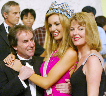 Miss world deserved it not for famous father miss ireland rosanna davison c poses with her parents singer chris de burgh and wife diane r after being crowned miss world 2003 in sanya ap thecheapjerseys Images