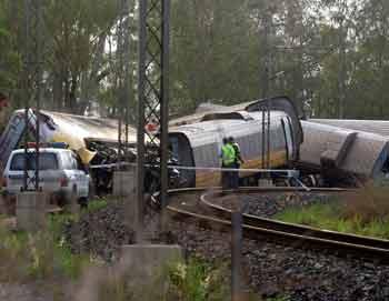 Scores injured in Australian train derailment