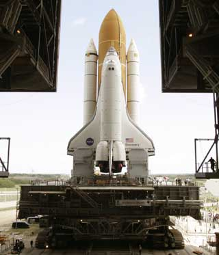 space shuttle discovery blow up - photo #2