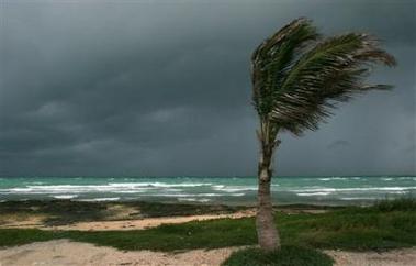 Rita begins lashing Keys with wind, rain