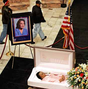 The Body Coretta Scott King Lies Honor Mourners Pass