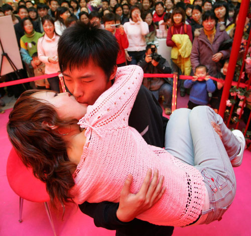 kissing chinese