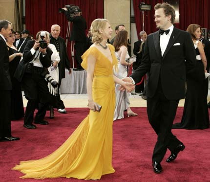 Dances On The Red Carpet With Her Fiance Heath Ledger R Nominated As Best Actor For Film Brokeback Mountain At 78th Annual Academy Awards