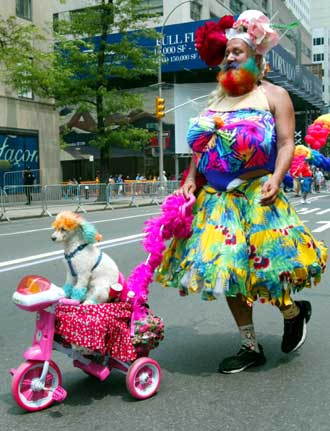 xinsrc_2b56f96bab1211d787080004230fa702_Gay-Pride-parade-on-Fifth-3.jpg