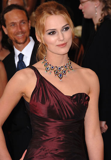 Keira Knightley donates Oscar dress. Updated: 2006-04-09 11:27