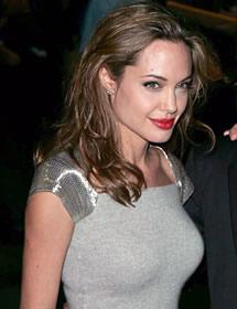 Angelina Jolie prefers female waiters