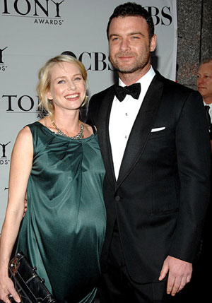 Pregnant actress Naomi Watts secretly gets married