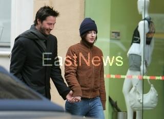 Keanu Reeves strolls with girlfriend