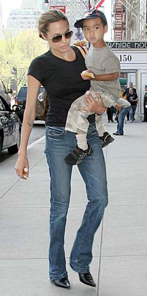 New mothers Angelina Jolie and Gwen Stefani are swapping weight loss tips.