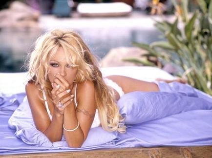 Quickie Vegas wedding for Pamela Anderson