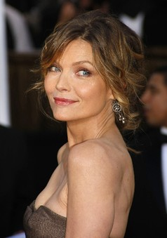 Michelle Pfeiffer In Talks To Star In Cheri