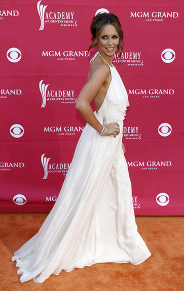 Jennifer Love Hewitt Opens Up About Her Wedding