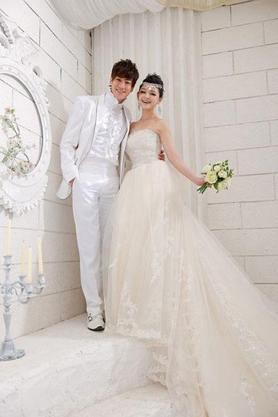 On 16 november 2010 barbie married chinese entrepreneur wang xiaofei