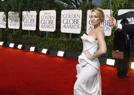 Golden Globe fashion brightens rainy red carpet