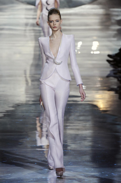 Giorgio Armani Fall-Winter 2010/2011 women's fashion show