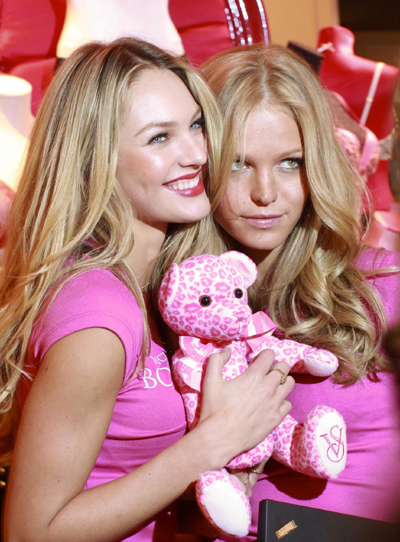 Victoria's Secret Bombshells glamorously show up