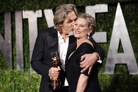 jeff bridges wife susan geston. Actor Jeff Bridges (L) kisses