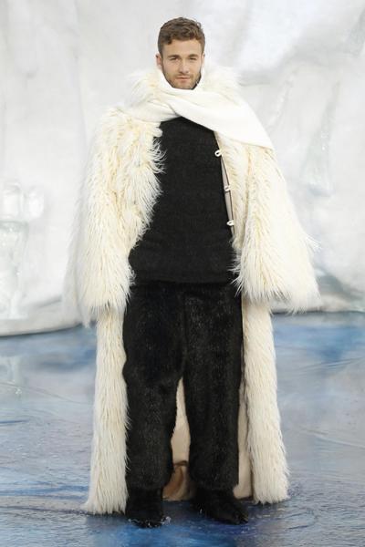 Chanel Fall/Winter 2010/11 women's ready-to-wear fashion show