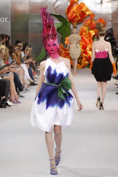 Dior Fall/Winter 2010-2011 Haute Couture fashion show