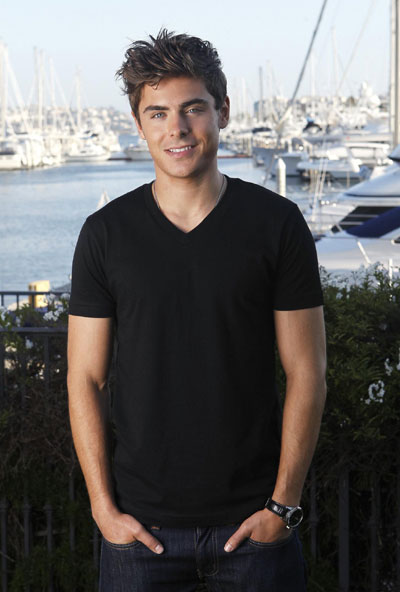 Zac Efron poses for a ...