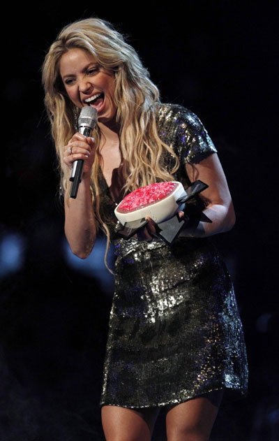 Shakira accepts the Free Your Mind award at MTV Europe ... Shakira Video
