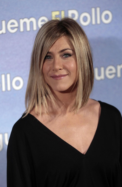 Jennifer Aniston showed off a new short haircut in Spain today (22.02