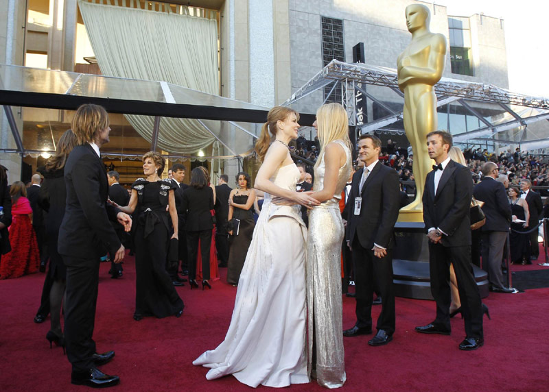 Nicole Kidman and her husband Keith Urban kisses at 83rd Academy Awards