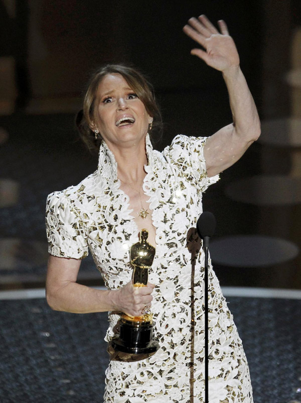 Melissa Leo accepts the Oscar for best supporting actress for her role in