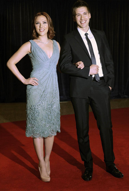 scarlett johansson brother hunter. Actress Scarlett Johansson and