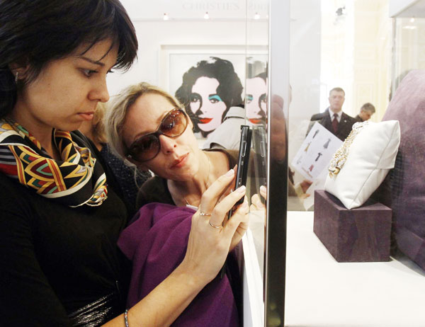 Show of Elizabeth Taylor's collection in Moscow