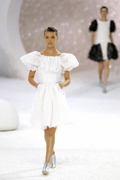 Fashion Show 2012 Summer Women on Summer 2012 Women S Ready To Wear Fashion Show In Paris October 4