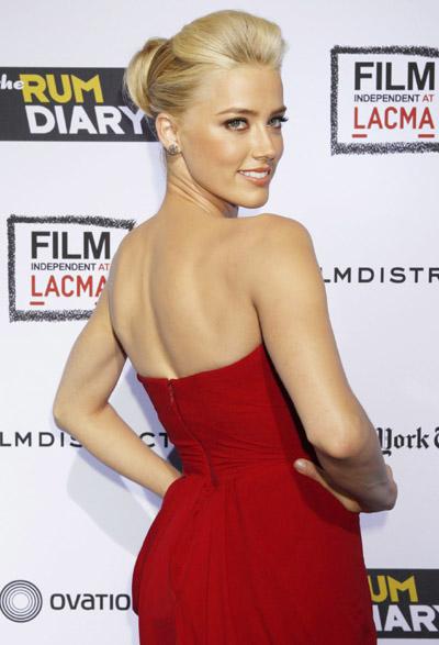 Johnny Depp at premier... Amber Heard Photos