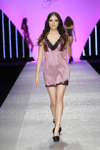 Chinese Fashion Websites on China Fashion Week In Beijing On March 29  2012   Photo Agencies