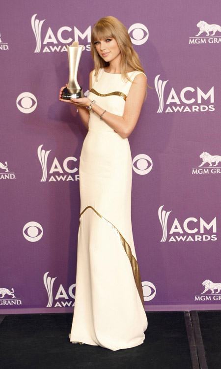 Star tracks in april 43 connecting china connecting the for Academy of country music award for video of the year