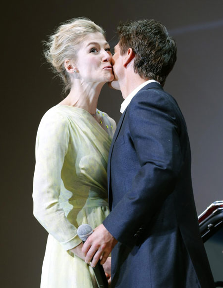 Rosamund Pike Hot Kiss