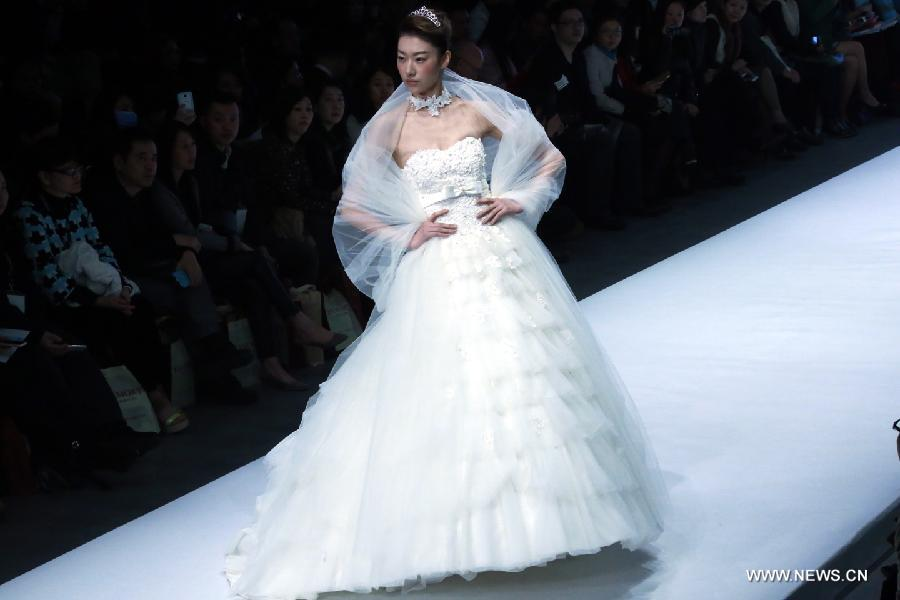 Cai zhonghan 39 s wedding dress show 2 for Chinese website for wedding dresses