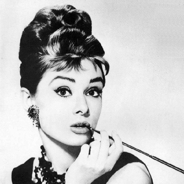 5480059b2e92 Audrey Hepburn s updo tops iconic hairstyles 1 - Chinadaily.com.cn