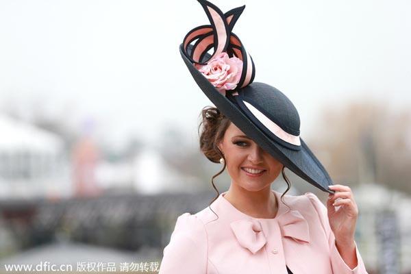 Ladies in beautiful hats at Cheltenham 1 - Chinadaily.com.cn b981f8419165