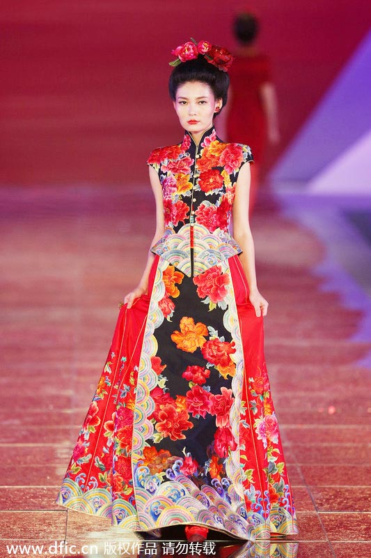 Traditional Chinese wedding dresses presented in Shanghai[1 ...